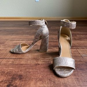 Cracked gold leather Stuart Weitzman 7M sandals